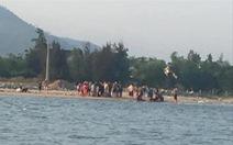 Hai thanh niên cứu 5 em nhỏ đuối nước trên sông