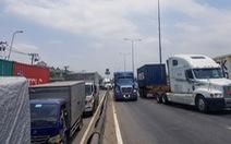 Xe container tông chết người qua đường, cầu vượt ngã tư Linh Xuân kẹt cứng