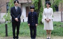 Bí ẩn 2 con dao trong bàn học ở trường của hoàng tử Nhật