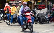 Đi xe máy về quê chơi lễ rất nguy hiểm, sao nhiều người vẫn cứ đi?