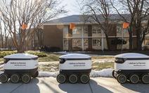 Robot giao thức ăn, nước uống trong khuôn viên đại học Mỹ