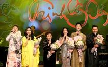 Nhớ Trịnh Công Sơn, Tokiko Kato ôm đàn hát 'Bài ca tặng anh'
