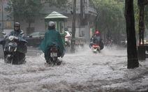 Mưa lớn tại Hà Nội, nhiều tuyến phố ngập sâu