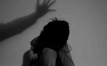 Vụ sàm sỡ bé gái trong thang máy, vẫn có thể khởi tố dù bị hại không yêu cầu
