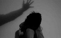 Truy tố gã đàn ông 63 tuổi 'nựng' bé gái 7 tuổi ở Bình Tân