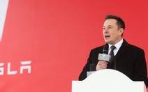 Giao xe hơi điện không kịp, cổ phiếu Tesla của tỉ phú Elon Musk giảm mạnh