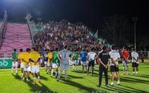Kết quả bết bát, Văn Lâm và đồng đội ở Muangthong United bị 'ném đá'