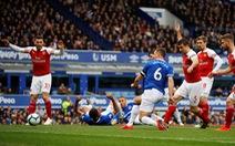 Arsenal bỏ lỡ cơ hội cắt đuôi Chelsea và M.U