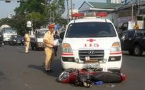 Xe cứu thương vượt đèn đỏ tông xe máy, 1 người giập não