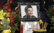 Việt Hương trao 30.000 USD của ông Hoàng Kiều tặng gia đình Anh Vũ