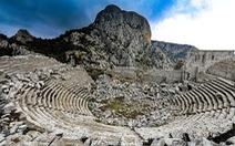 Nghe gió, ngắm mây trên những cổng đá ngàn năm của Termessos