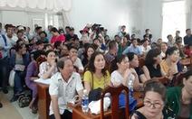Chủ tịch tỉnh Quảng Nam dừng họp để tiếp dân vụ mua đất không được cấp sổ đỏ