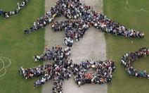 1.500 người Nhật xếp hình chữ 'Lệnh Hòa' mừng vương triều mới