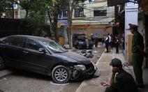 Nữ tài xế Camry lùi xe bất cẩn tông chết người đi xe máy