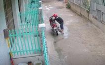 Ba thanh niên bẻ khóa, trộm xe máy trong 10 giây