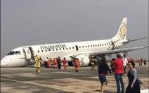 Cận cảnh máy bay Myanmar tiếp đất bằng bụng