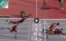 Video pha bay về đích như 'người nhện' của VĐV chạy vượt rào 400m