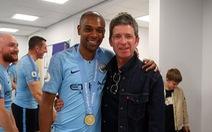 Video cầu thủ Manchester City hát bài 'Wonderwall' cùng Noel Gallagher
