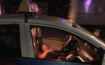 Người đàn ông đâm gục nữ tài xế taxi rồi dùng dao tự sát