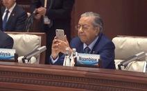 Thủ tướng Malaysia thú nhận được cô bé 10 tuổi dạy dùng thiết bị điện tử