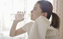 Vì sao bia, nước ngọt làm cơ thể thêm thiếu nước?