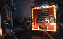 Nghi vấn thanh niên châm lửa đốt nhà ở trung tâm TP.HCM