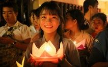 Lung linh đêm hội thả hoa đăng trên kênh Nhiêu Lộc