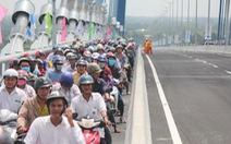 Hàng vạn người dân vui mừng lần đầu tiên đi qua cầu Vàm Cống