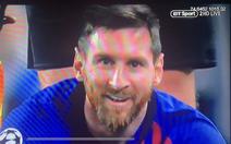 CĐV Liverpool 'nhức mắt' với nụ cười bí hiểm của Messi