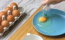 Nhà bạn nhiều chai nhựa? Hãy biến chúng thành đèn ngủ, dụng cụ tách trứng...