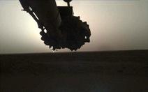 Tàu thăm dò InSight chụp cảnh bình minh và hoàng hôn trên sao Hỏa