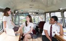 Trường học giúp học sinh xả stress bằng... xe buýt cũ, yoga, thiền