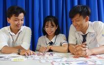 Học sinh lớp 11 sáng tạo bộ trò chơi bảo vệ trẻ