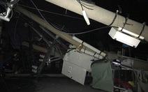 Xe container vướng dây điện, kéo sập ngổn ngang hàng loạt cột điện