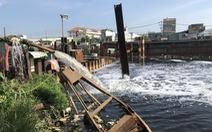 Công trình chống ngập lại gây ngập, quận 8 hai lần đề nghị ngưng làm