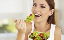 Làm sao để thấy no sau khi ăn salad?