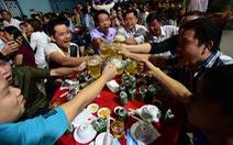 Phòng chống tác hại rượu bia: Càng bàn càng... lùi