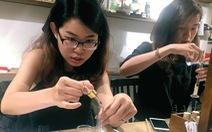Rời công sở cuối tuần, dân văn phòng Sài Gòn đi làm gốm, chế nước hoa