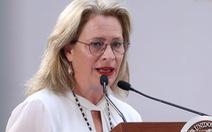 Để cả chuyến bay chờ 40 phút, bộ trưởng Mexico phải từ chức