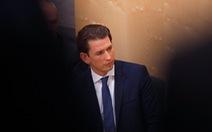 Thủ tướng trẻ tuổi, điển trai của Áo mất chức