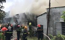 Cháy xưởng nhang ở Đà Nẵng, điều hàng chục xe chuyên dụng chữa cháy