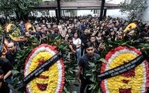 Hàng nghìn người xếp hàng từ sớm tiễn đưa cô giáo Quỳnh