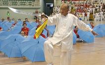 Cụ ông 96 tuổi vẫn múa đao, đi quyền