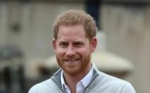 Hoàng tử Harry lâng lâng như 'ở cung trăng' khi chính thức làm bố