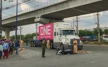 Va chạm với xe container, 2 phụ nữ đi xe máy thương vong