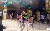10 phút phá cổng trường sơ tán cả trăm trẻ thoát đám cháy