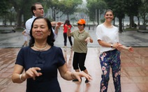Công chúa kế vị Thụy Điển sảng khoái tập thể dục với người dân Hà Nội
