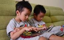 Người nước ngoài phát sợ thấy cha mẹ Việt vừa đút cơm, vừa cho con xem iPad