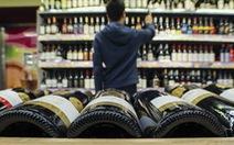Nước giàu ít rượu bia đi, nước trung bình thì uống nhiều lên