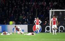 'Bầu không khí như đưa đám trong phòng thay đồ của Ajax'